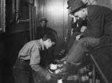Вакса - це засіб догляду за взуттям, але не тільки